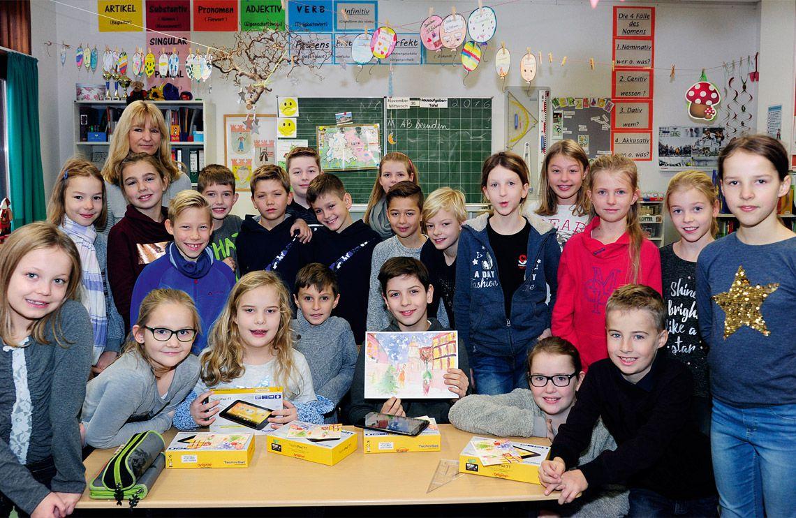 Klassenfoto der 4b der Mary-Poppins-Grundschule