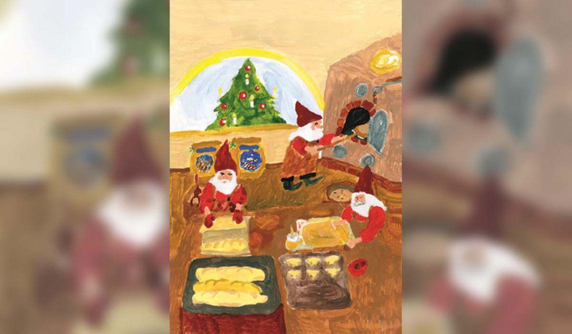 Drei fleißige Weihnachtszwerge beim Plätzchenbacken in der Bäckerei und im Hintergrund ein geschmückter Weihnachtsbaum.